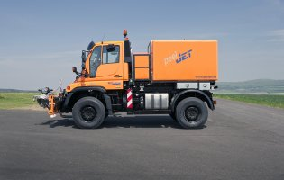 PeelJet Unimog side view